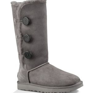 UGG Bailey Button Triplet II Gray Boots. Size 7